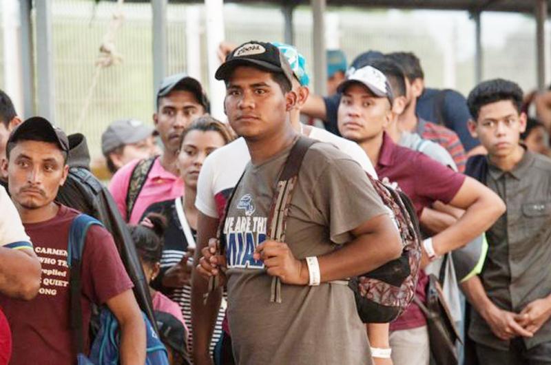 Buscan asilo en Estados Unidos 500 migrantes por aduana Sonora-Arizona