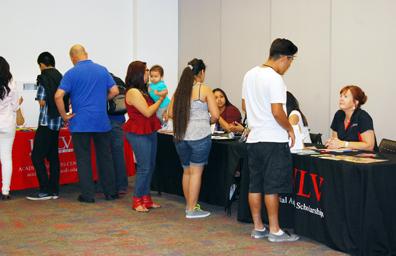 Exhortan a prepararse para solicitar y conseguir becas universitarias
