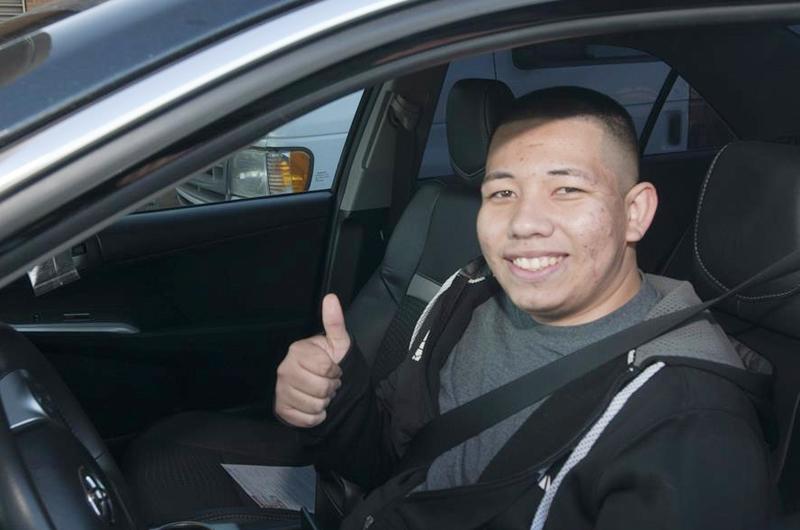 En Virginia y Oregon centenares de indocumentados obtienen su licencia de manejar