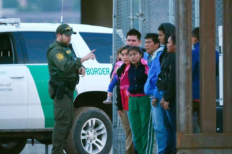 Los Ángeles busca prohibir que hoteles alberguen migrantes detenidos