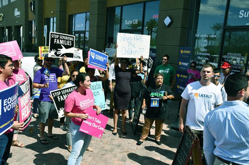 En medio de varias protestas comenzaron campaña candidatos republicanos