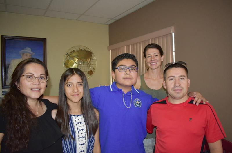 Tepesianos en las oficinas de El Mundo tras visitar Washington