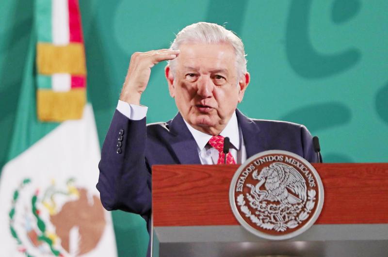 """López Obrador califica de """"inhumano"""" y """"medieval"""" el bloqueo de EEUU a Cuba"""