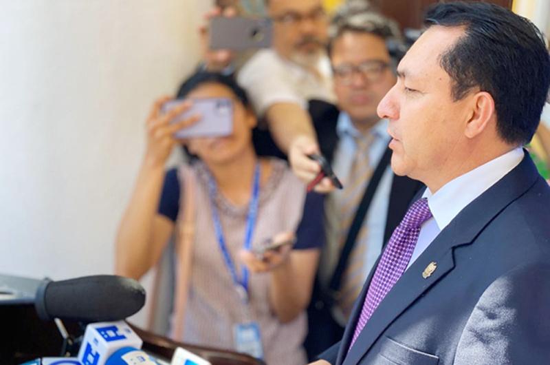 No podemos reaccionar con una pistola en la frente: Asamblea salvadoreña
