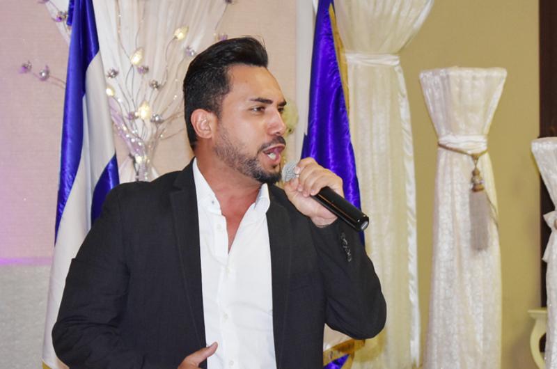 Cantante nica Rommel Ocampo, talento y carisma se dan las manos