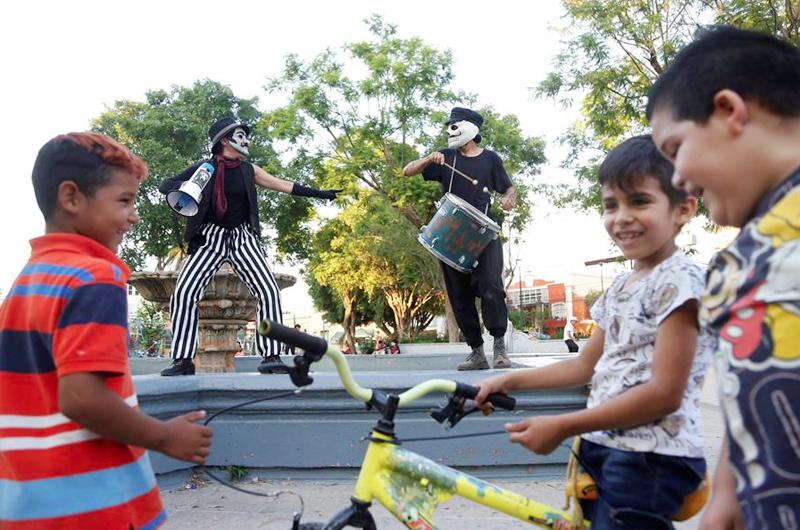 Artistas mexicanos entretienen desde las azoteas