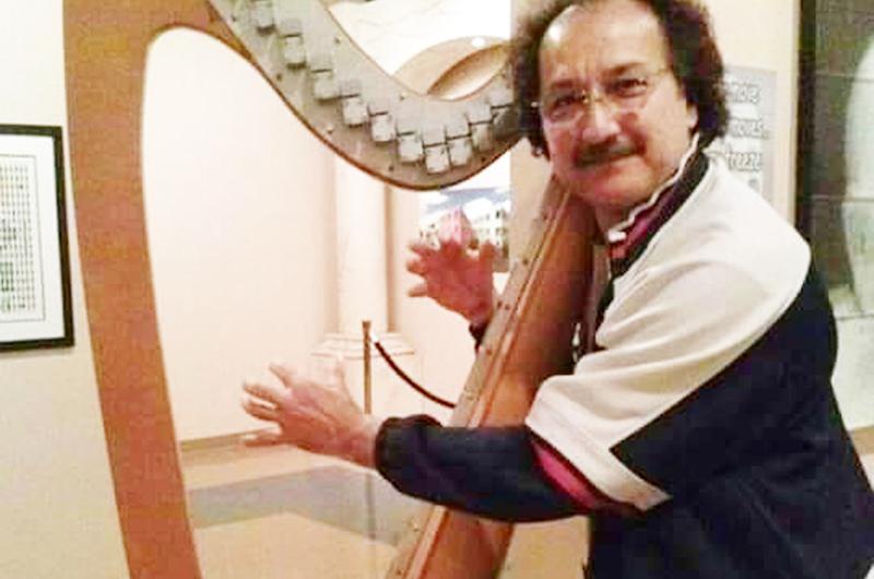 Mariano se atreve con un arpa ¡sin cuerdas!, utiliza rayos láser