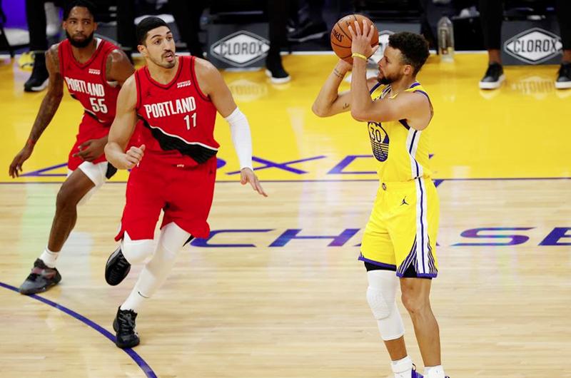 Stephen Curry da su mejor exhibición encestadora con 62 puntos