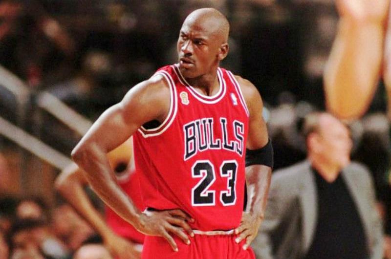 Michael Jordan donará dinero a organizaciones de caridad