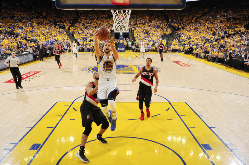 Warriors vence a Portland y toma ventaja en final del Oeste en la NBA