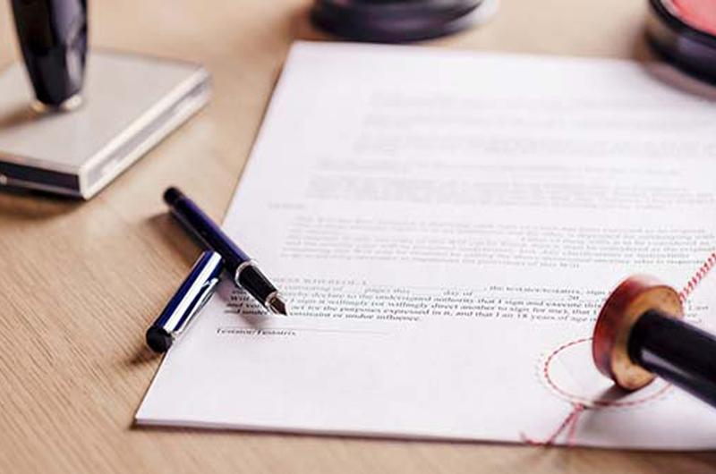 ¿A qué edad debo tener un directriz médico y testamento?
