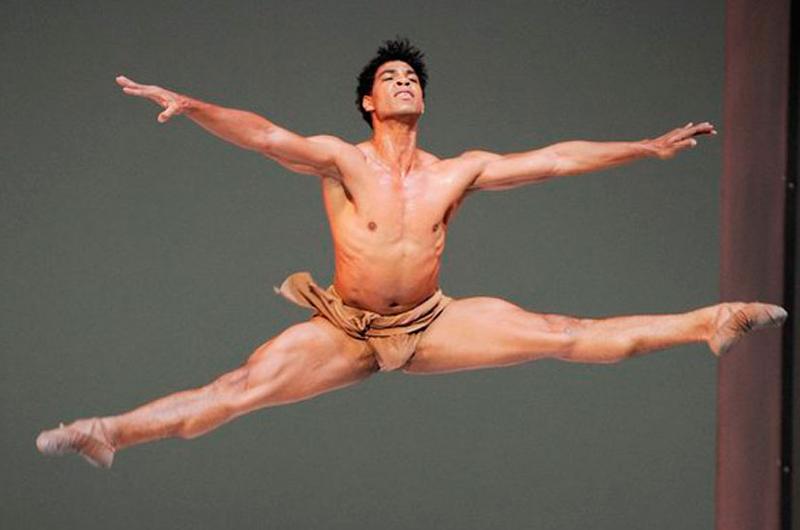 Bailarín cubano Carlos Acosta dirigirá el Birmingham Royal Ballet