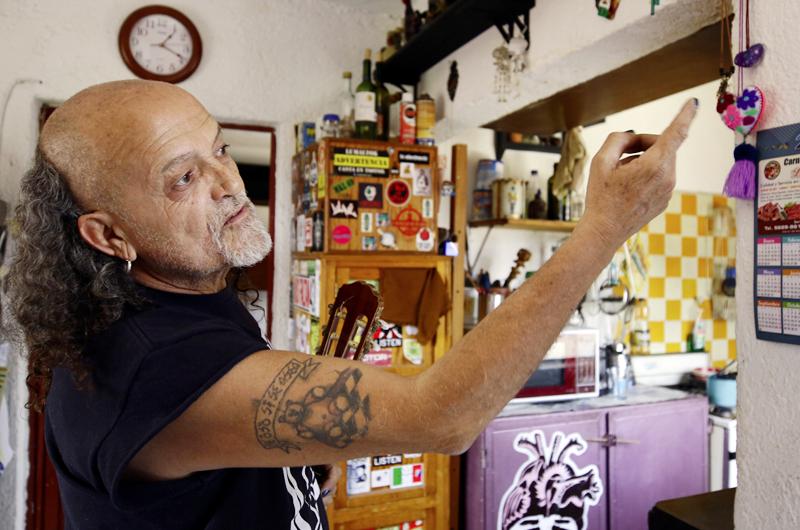 Concluye era de Botellita de Jerez; Paco Barrios dona objetos a SLP