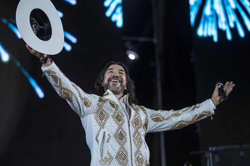 Marco Antonio Solís hace fiesta y emociona en Valle de Guadalupe