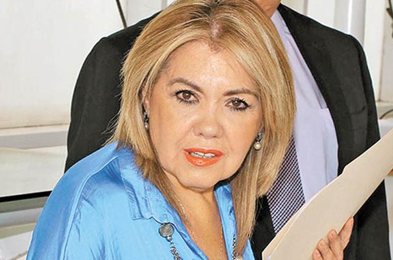 Emplazan a juicio a Silvia Urquidi por caso Juan Gabriel