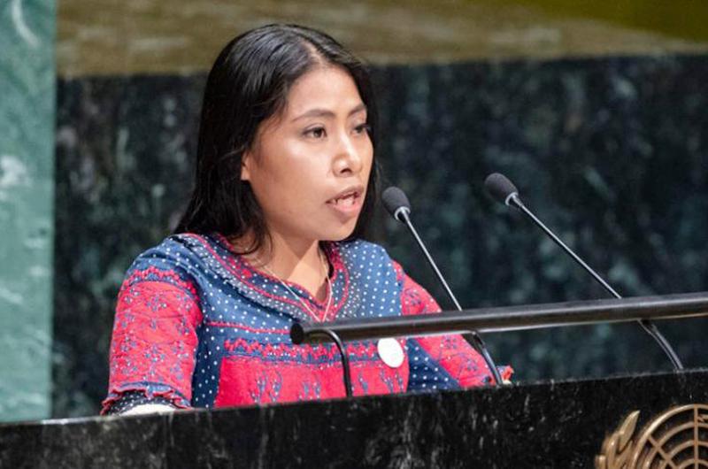 Llama Yalitza Aparicio a preservar lenguas indígenas