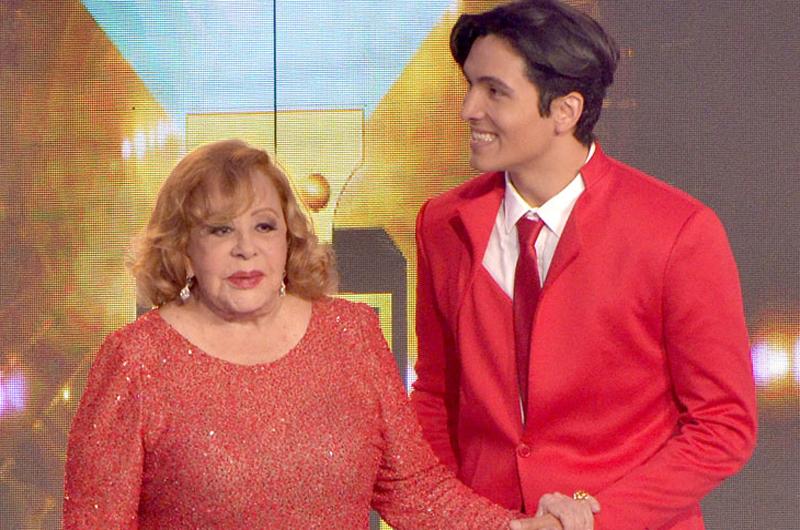 Silvia Pinal recibe con gratitud el Premio Bravo a Mejor Primera Actriz