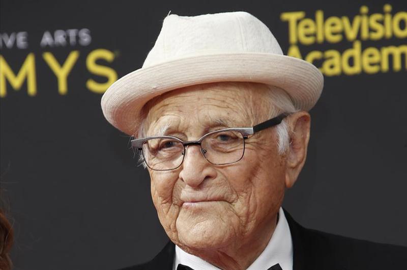 Los Globos de Oro homenajean a Norman Lear, creador de