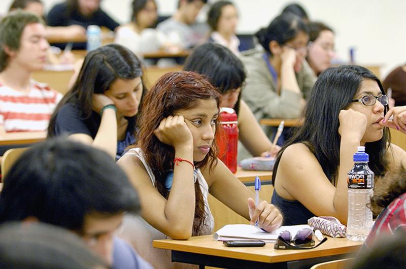 El miedo a la deportación afecta la salud mental de la mayoría de estudiantes
