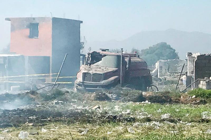 Rinden homenaje a víctimas de explosiones en Tultepec