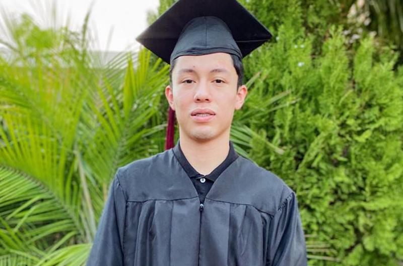 Recién graduado... El sueño de Jordan Lozada