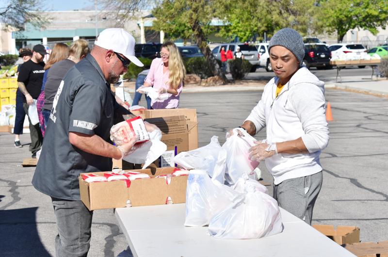 Grupos comunitarios tienden sus manos a los más necesitados