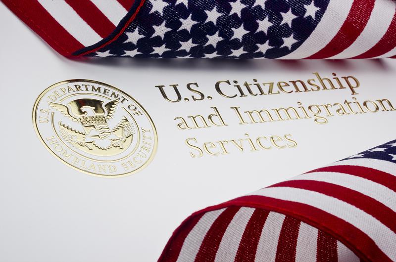 USCIS aumenta servicios migratorios y aplicaciones en línea