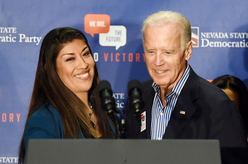 Biden busca evitar crisis por queja de exlegisladora
