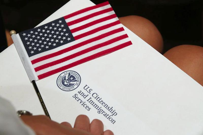 NALEO pide que se detengan los cambios en el examen de ciudadanía