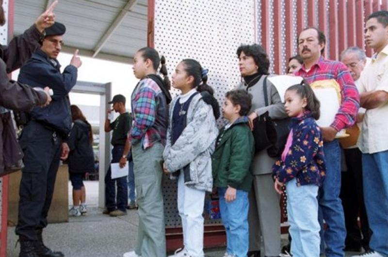 Estados Unidos detendrá indefinidamente a familias migrantes