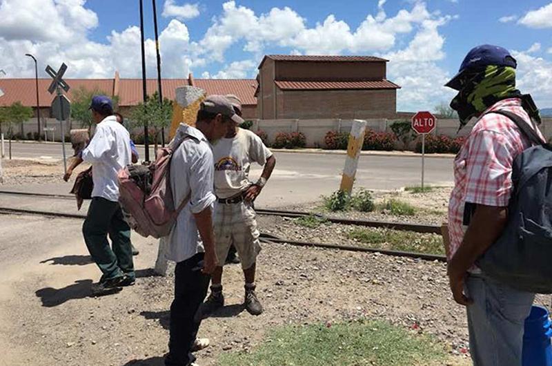 Migrantes esperan clima más cálido en Sonora