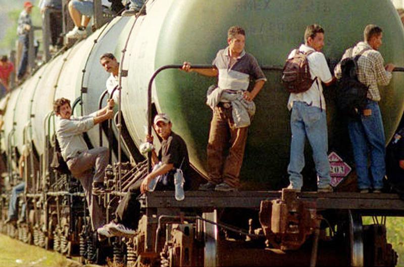 Conminan a dejar el tren a migrantes en Oaxaca