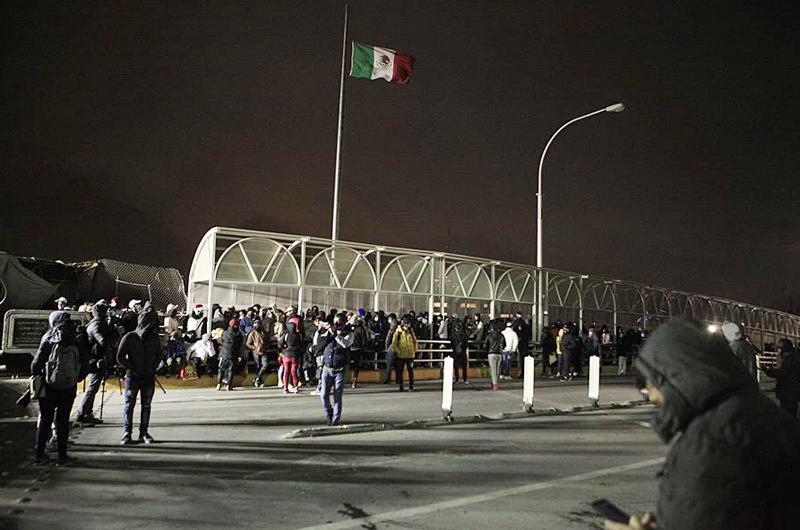 Unos 300 migrantes cubanos intentan cruzar la frontera entre México y EE.UU.