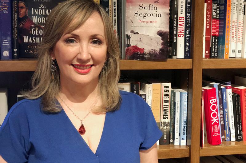 Presenta Sofía Segovia su novela Peregrinos en Estados Unidos