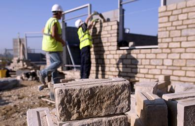 Denuncian indocumentados abusos a manos de constructora en EUA