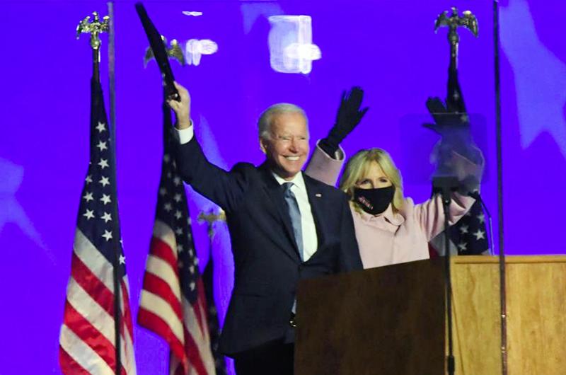 Biden amplía su margen en voto popular mientras Trump intenta deslegitimarle