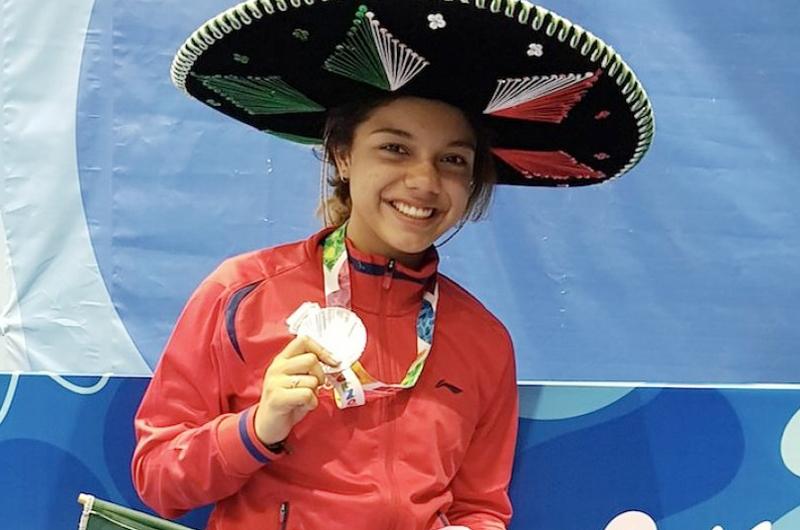 Mexicana Natalia Botello consigue plata olímpica en esgrima