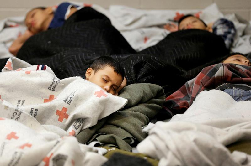 Jueza de EUA niega ampliar tiempo de detención de menores indocumentados