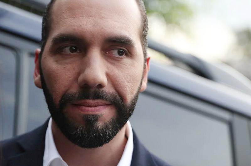 Abandonan El Salvador diplomáticos expulsados