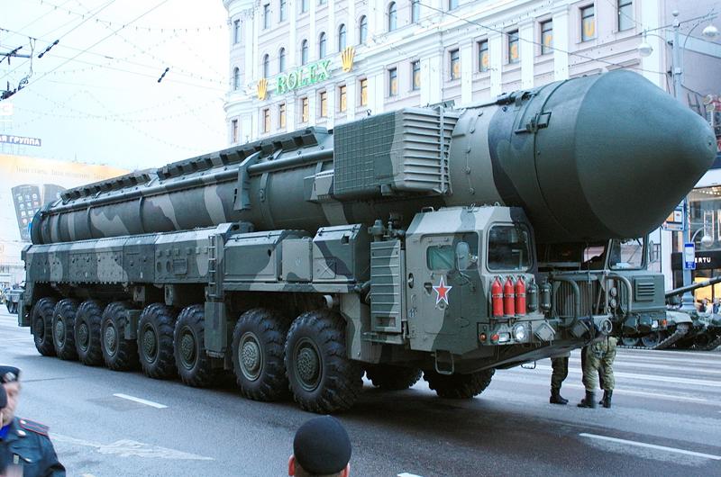 Amenaza Rusia con fabricar misiles nucleares si EUA se retira de tratado