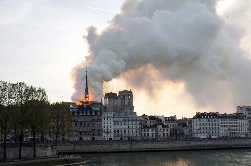 Claman por ayuda europea para reconstruir Notre Dame
