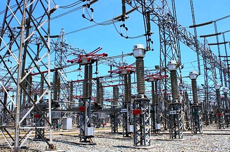 Gobierno venezolano anuncia restablecimiento total de energía eléctrica