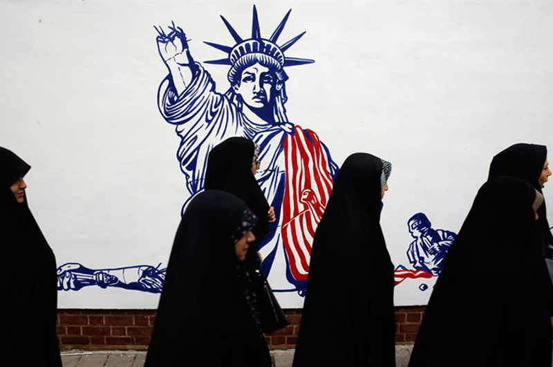 Irán celebra toma de embajada de Estados Unidos con reto nuclear