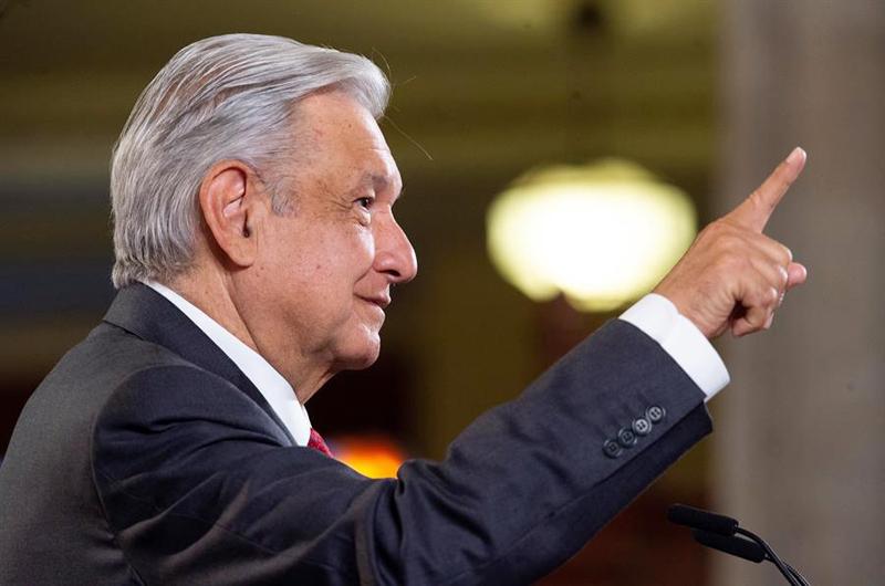 México inicia fiestas patrias con respaldo del Ejército al presidente