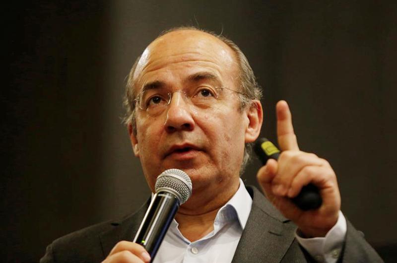Expresidente Calderón denuncia persecución de AMLO por consulta