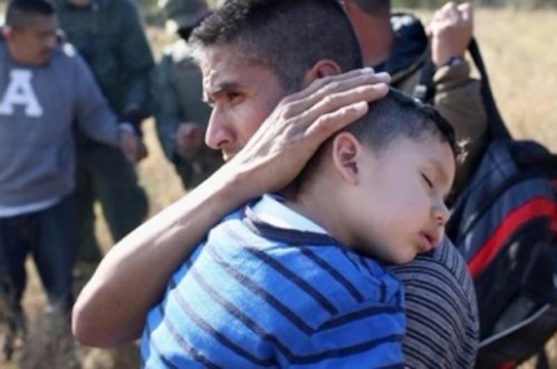 Denuncian que EU condiciona reunificación con hijos por deportación