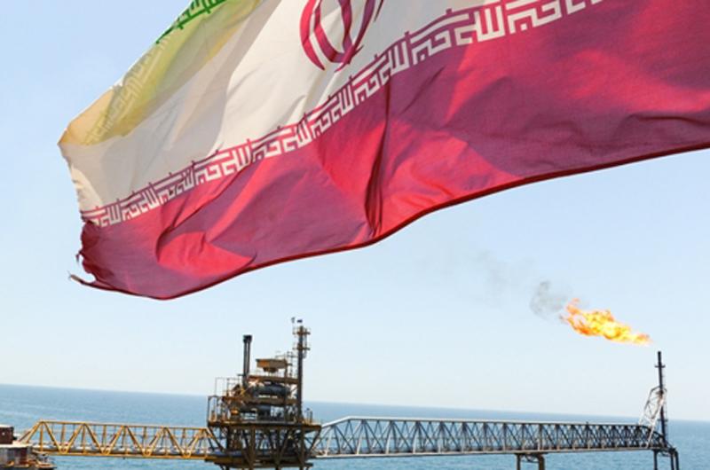 EUA finaliza exención de sanciones a compradores de petróleo iraní