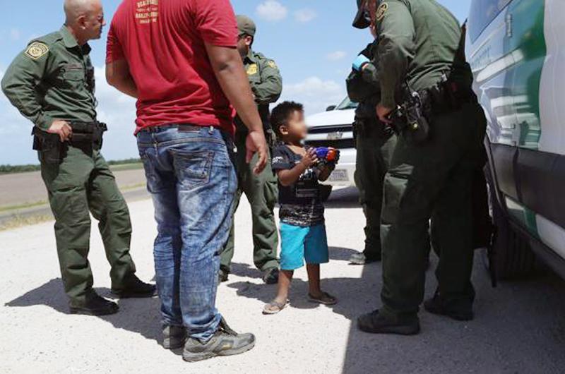 Políticas de inmigración de Trump son un desastre: Los Angeles Times