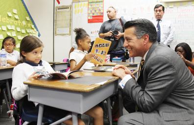 El gobernador Sandoval propone incrementar algunos impuestos y mejorar la educación