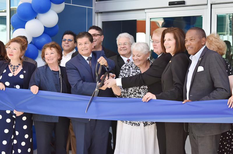 East Las Vegas Library abre sus puertas, urge usarla y cuidarla